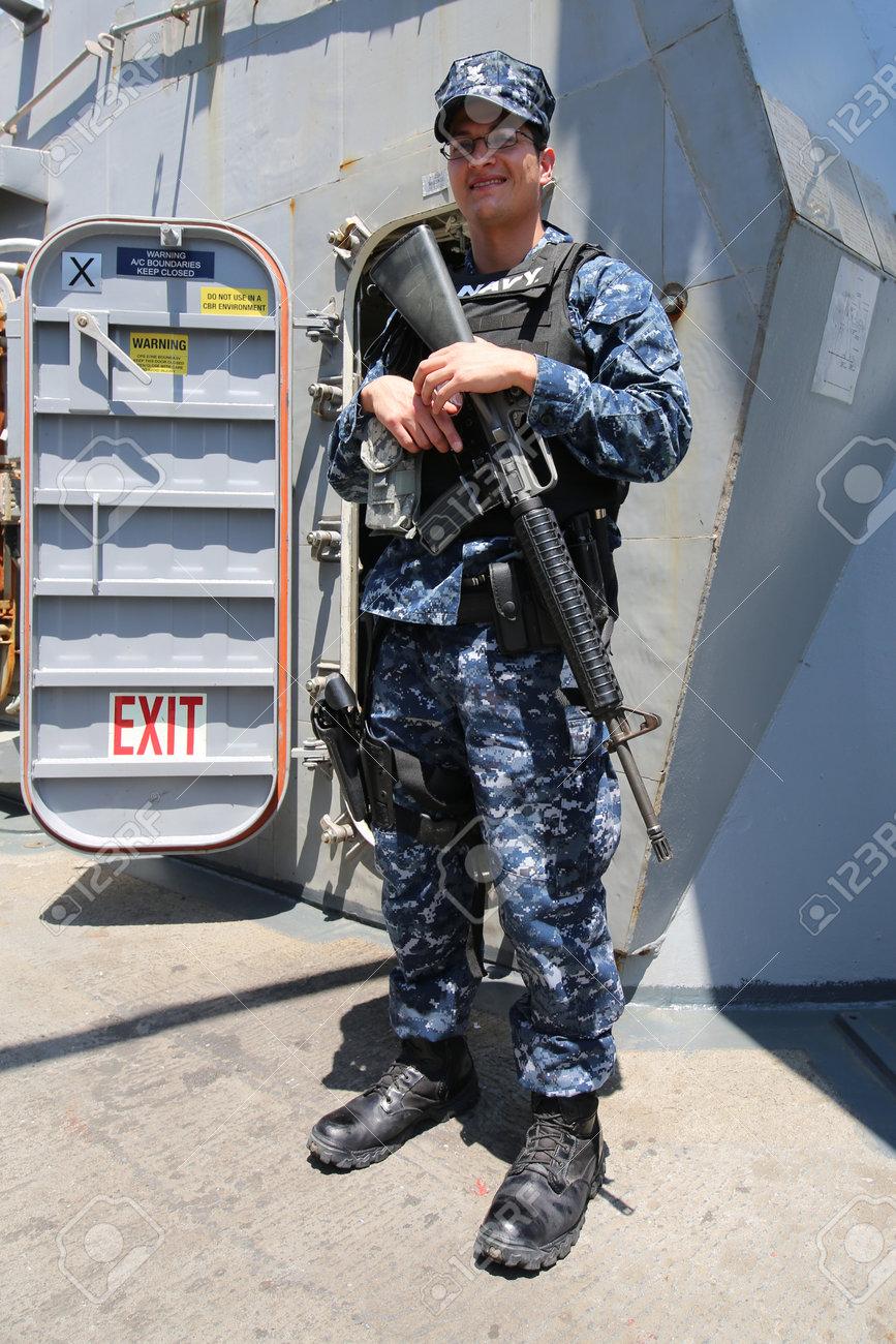 アメリカ海軍の駆逐艦 USS ファラガットの艦隊週 2016 年まで ...