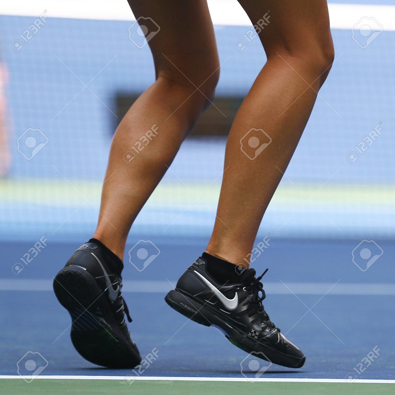 Sinceramente Chicle danés  NUEVA YORK - 27 De Agosto, 2017: Cinco Veces Campeón De Grand Slam Maria  Sharapova De La Federación Rusa Viste Zapatillas De Nike Personalizadas  Durante La Práctica Del US Open 2017 En