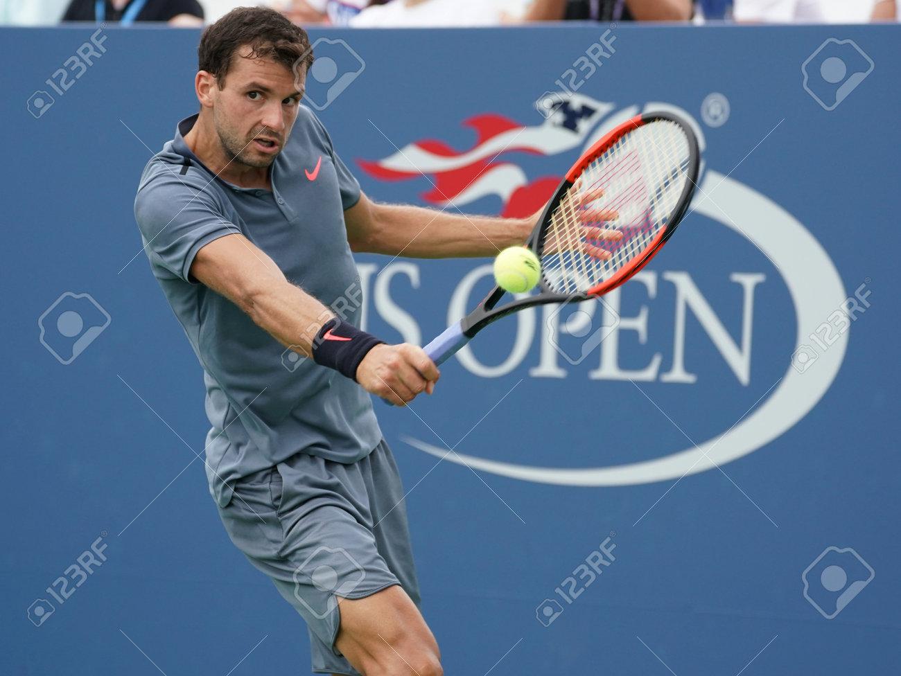 NUEVA YORK 31 de agosto de 2017: Jugador de tenis profesional Grigor Dimitrov de Bulgaria en acción durante su partido de US Open 2017 segunda ronda