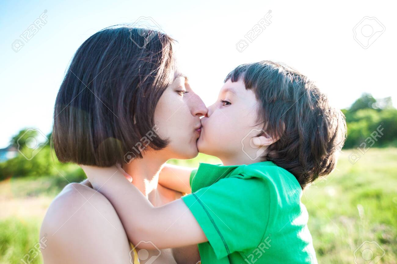 Boy woman kiss How To