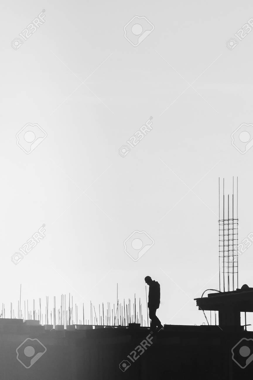 Constructores Que Trabajan En El Sitio De Construcción, Erección Y ...