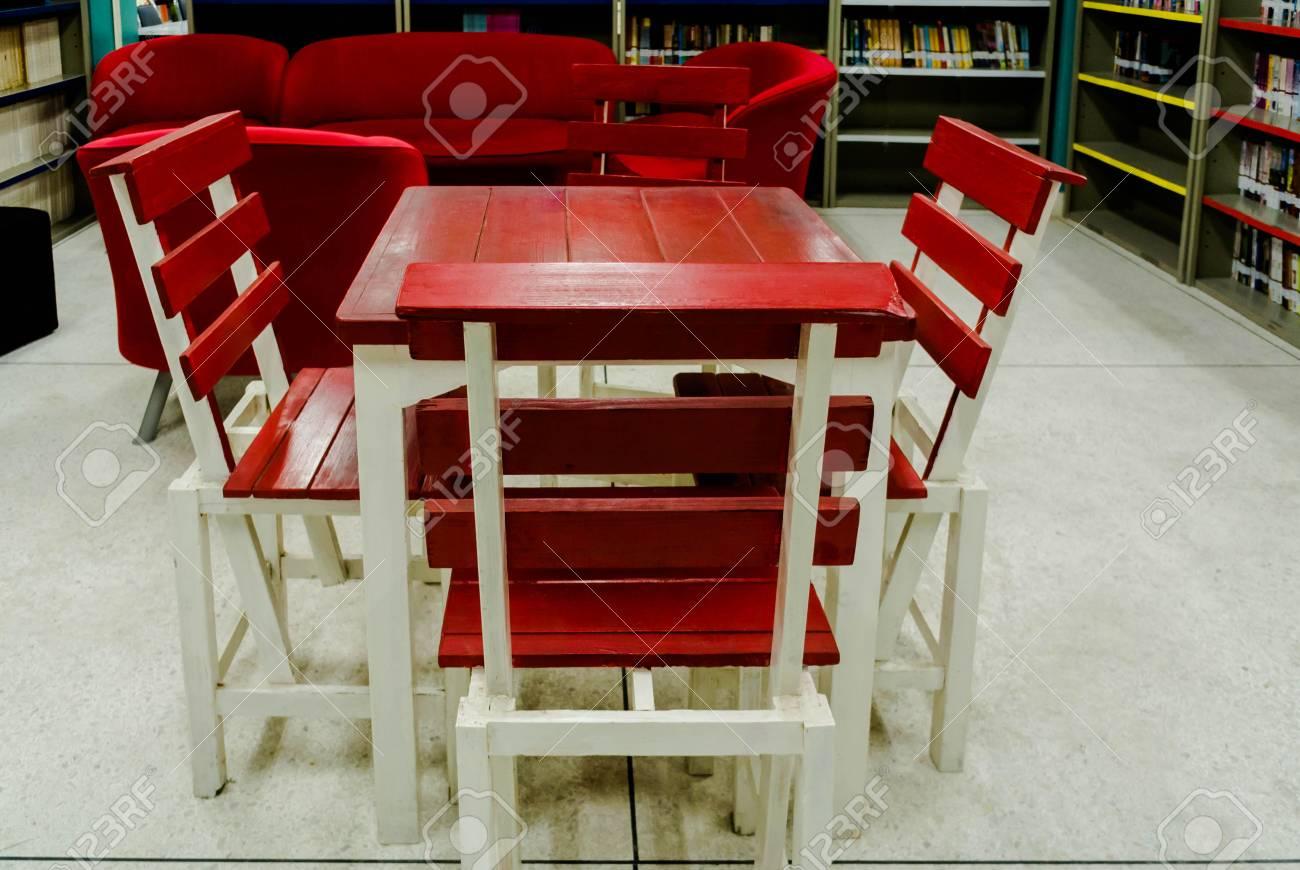 Sedie Rosse Calligaris : Tavolo legno con sedie rosse ~ bukadar.info = galleria di sedie foto