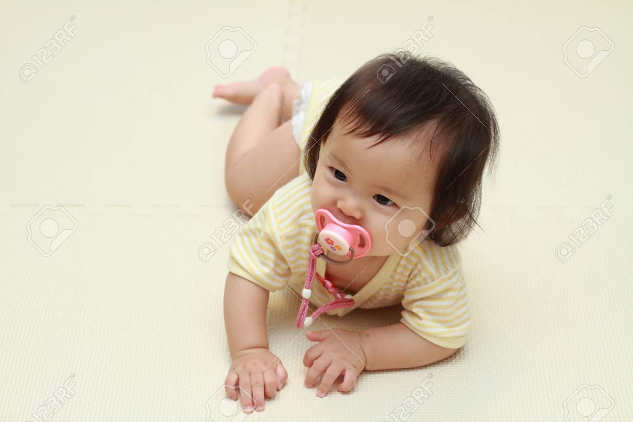 Сосать соски у девочек 4 фотография