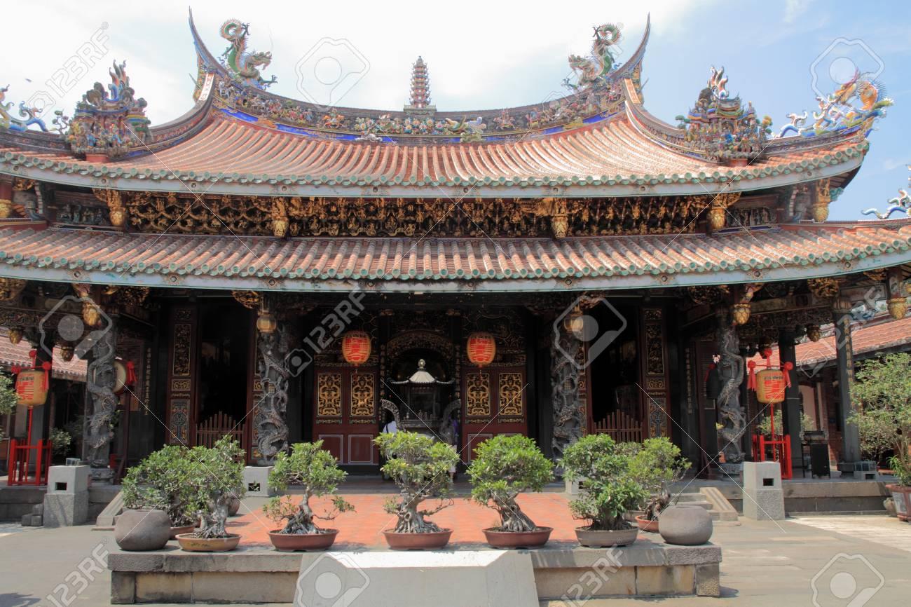 Dalongdong Paoan temple in Taipei, Taiwan - 78224644