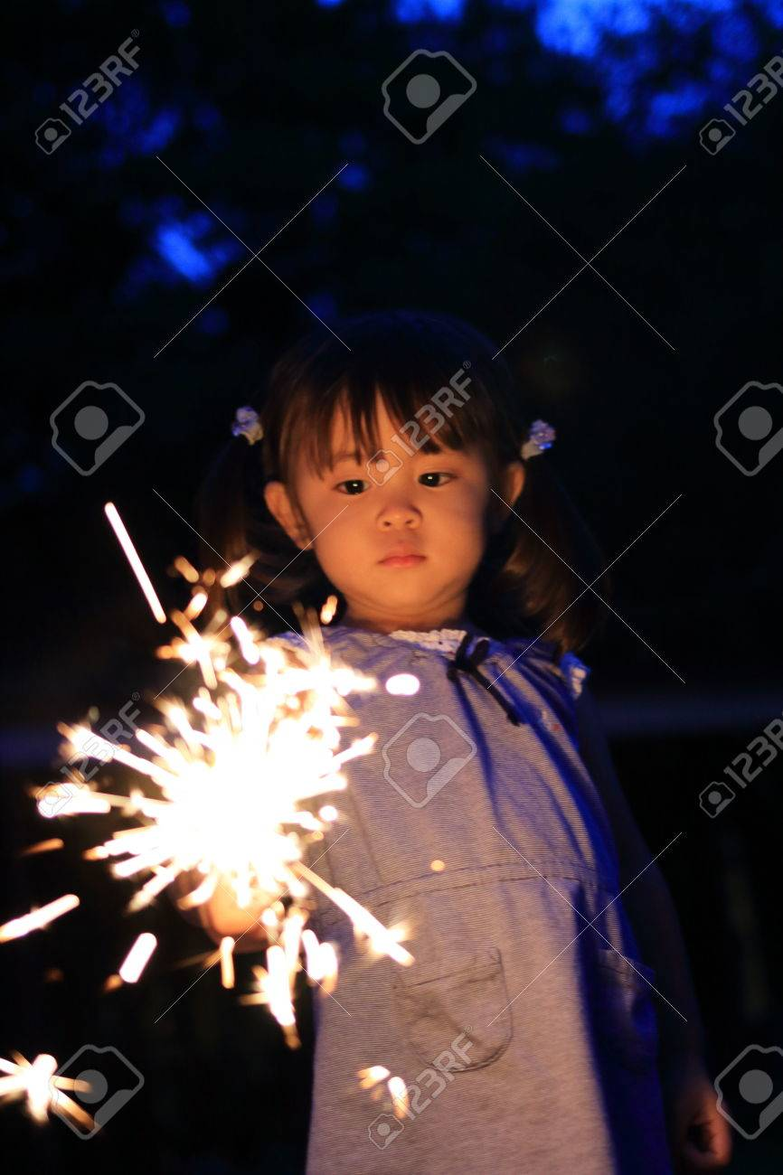 Japanese girl doing handheld fireworks (2 years old) - 83607028
