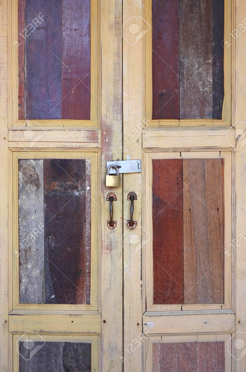 Grandes Puertas De Madera La Puerta De Madera Vintage De Estilo Tailandes