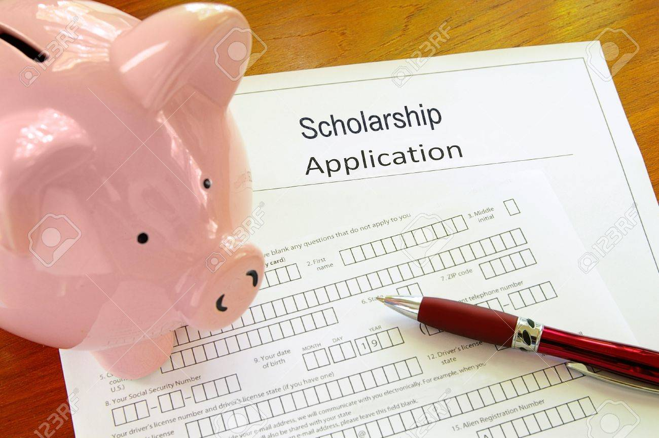 Blank scholarship application form with piggy bank Stock Photo - 9938292