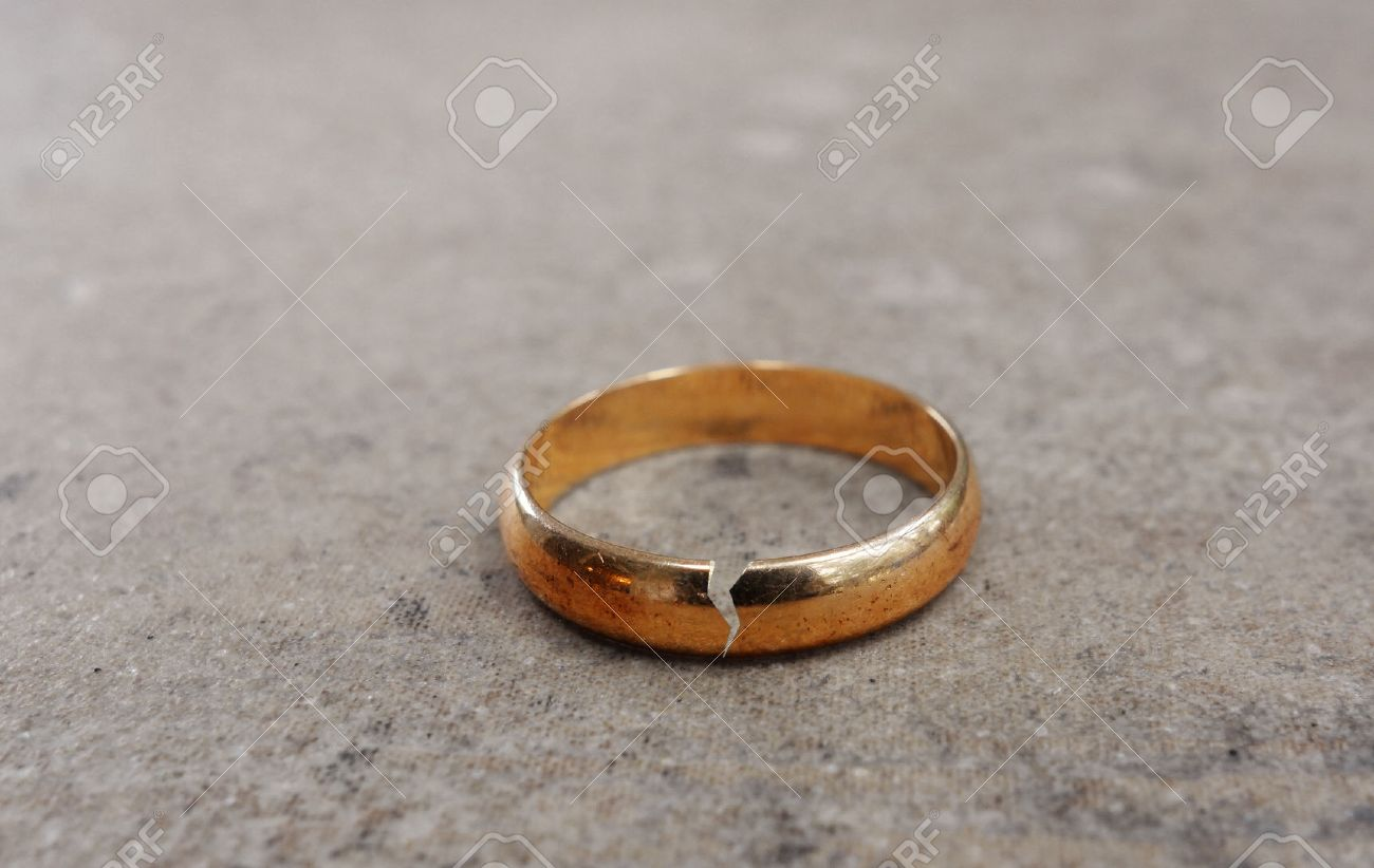 Gold wedding ring with a crack in it -- divorce concept - 47691821