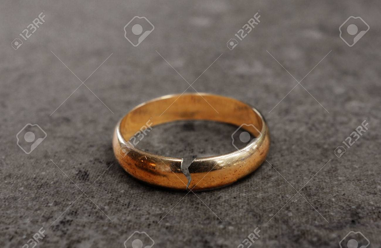 Cracked Gold Wedding Ring Divorce Concept Stock Photo Picture