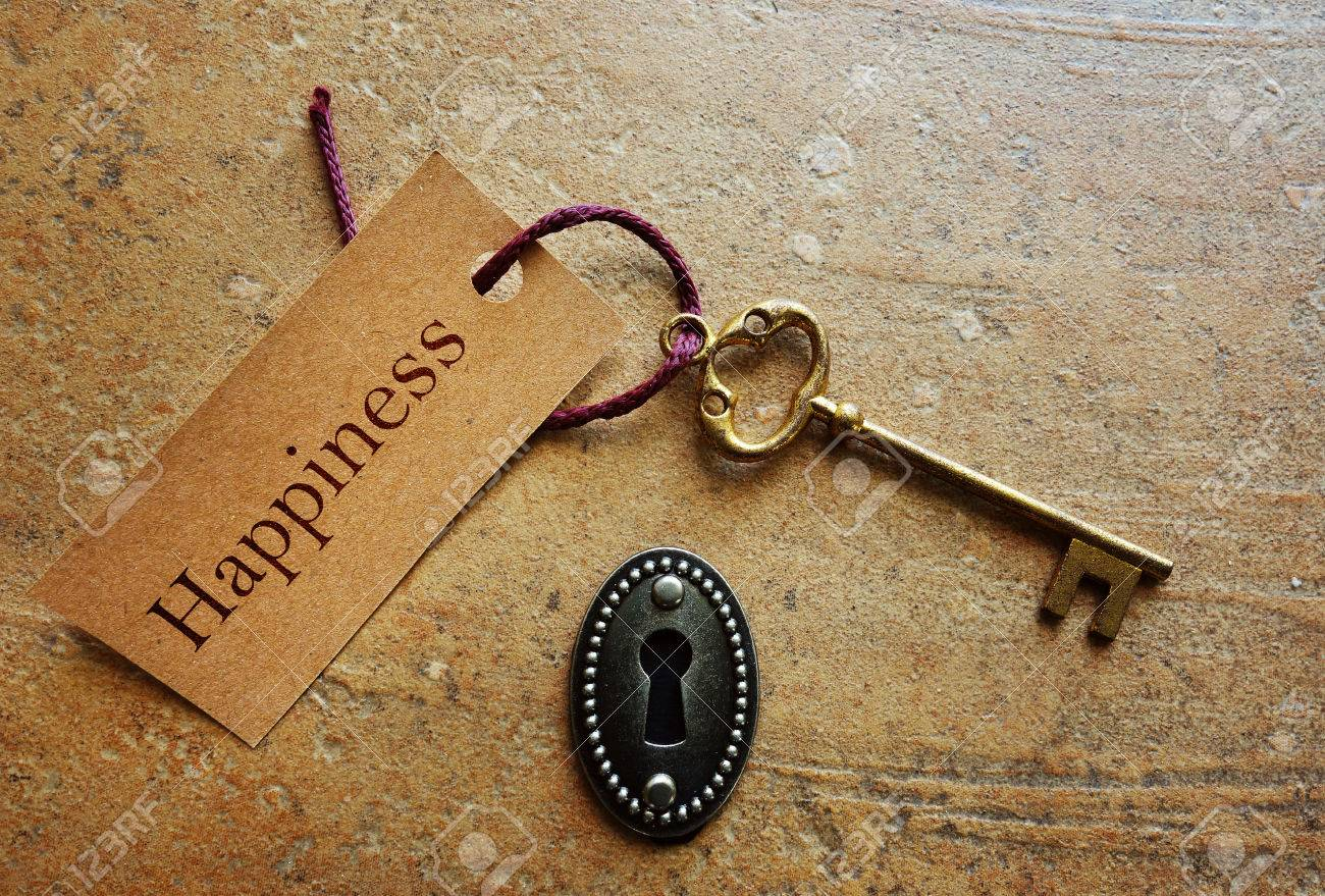 Lock with gold key and Happiness tag - 54213210