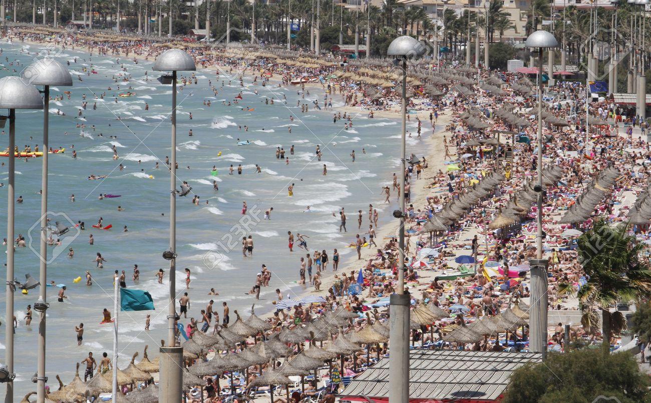 Αποτέλεσμα εικόνας για Mallorca crowded coast