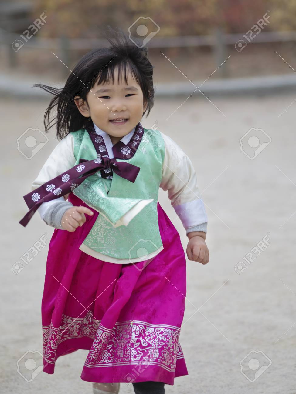 91157174 seoul south korea 10th november 2017 young korean girl in traditional hanbok dress at gyeongbokkung  » How to Care for Your Jamaican Wife