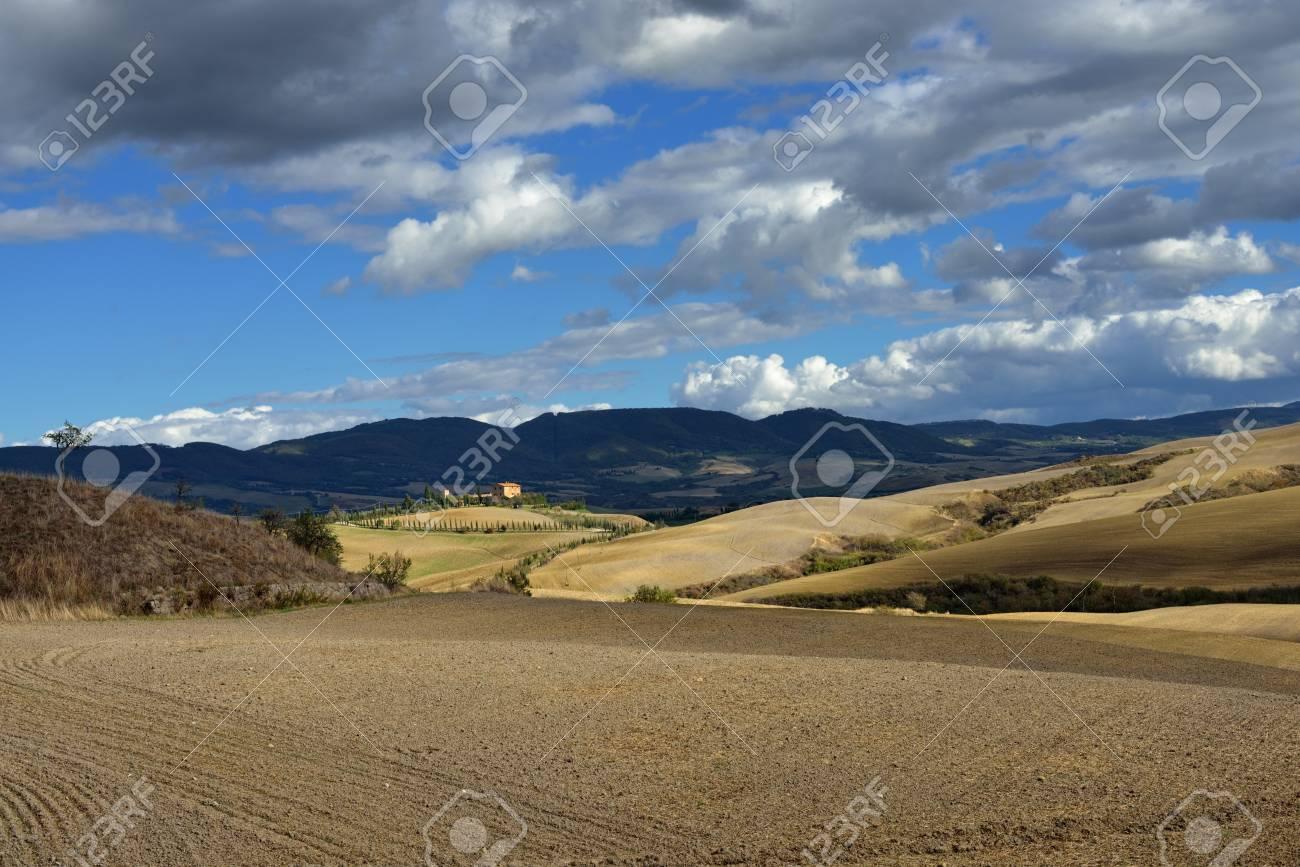 Idyllic rural Tuscan landscape near Pienza, Vall d Stock Photo - 17094948