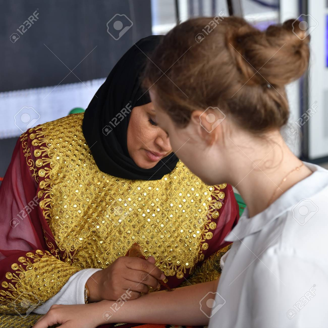 Moscow Russia July 14 2018 A Henna Or Mehndi Applier Woman