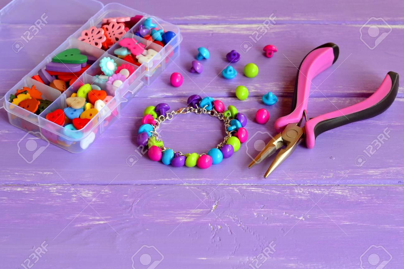Artesanía Colorido Botón De Pulsera. Elaboración Sencilla Con ...