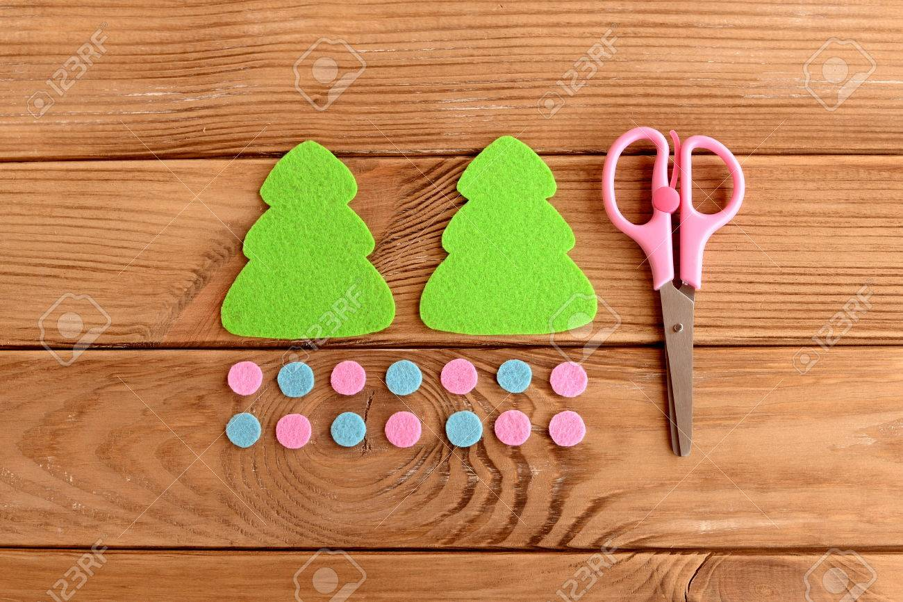 Felt Christmas Tree Pattern.Felt Christmas Tree Patterns Pink And Blue Balls Scissors On