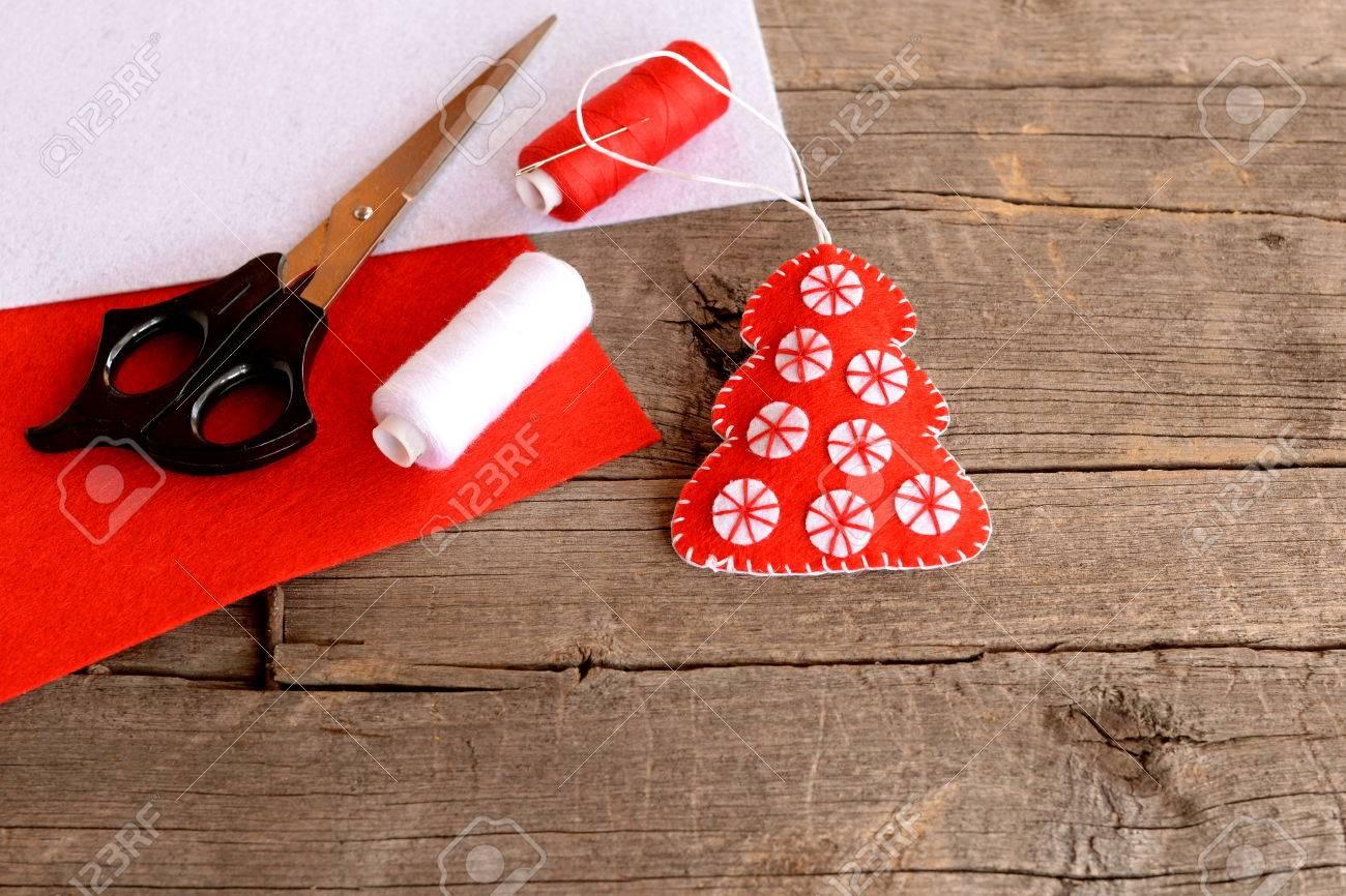 Rote Filz Weihnachtsbaum Dekor, Schere, Roten Und Weißen Filzplatten ...