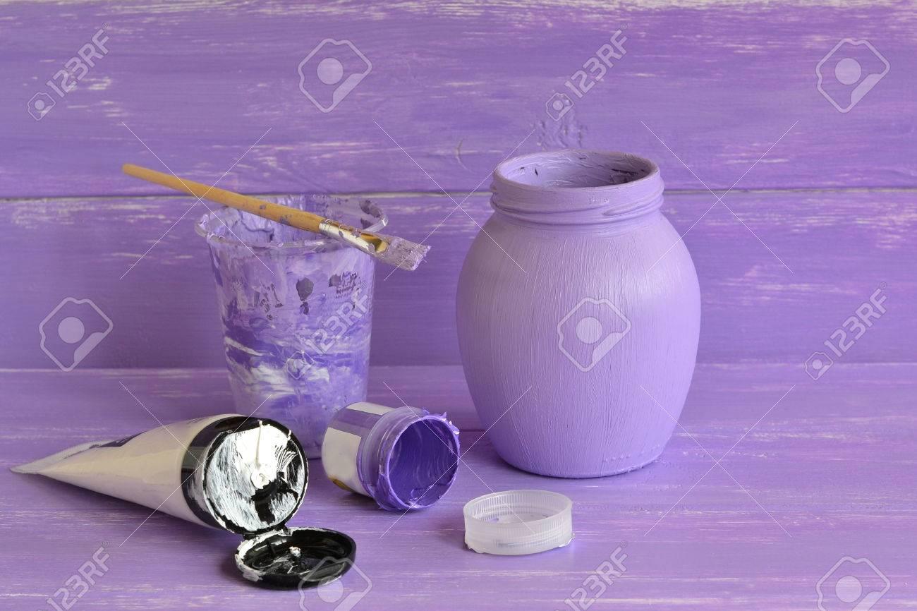 120e9a96a How para decorar el frasco de vidrio ordinario. Lila y pintura acrílica  blanca, cepillo, sistema para el tarro de cristal decorativo.
