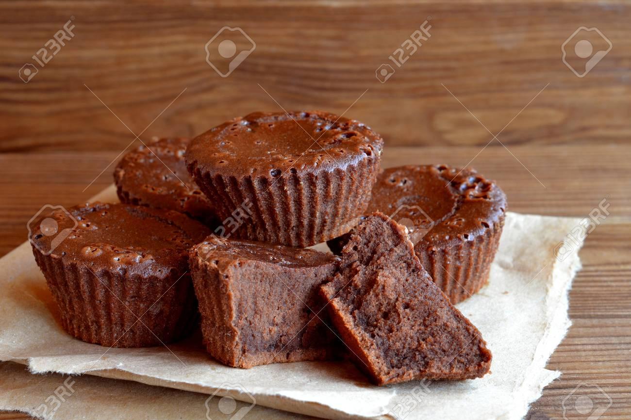 Increíblemente Deliciosa Receta De La Magdalena Del Chocolate Pastelitos De Chocolate Oscuro Tartas Caseras Postre Dulce De Cerca Viejo Fondo De