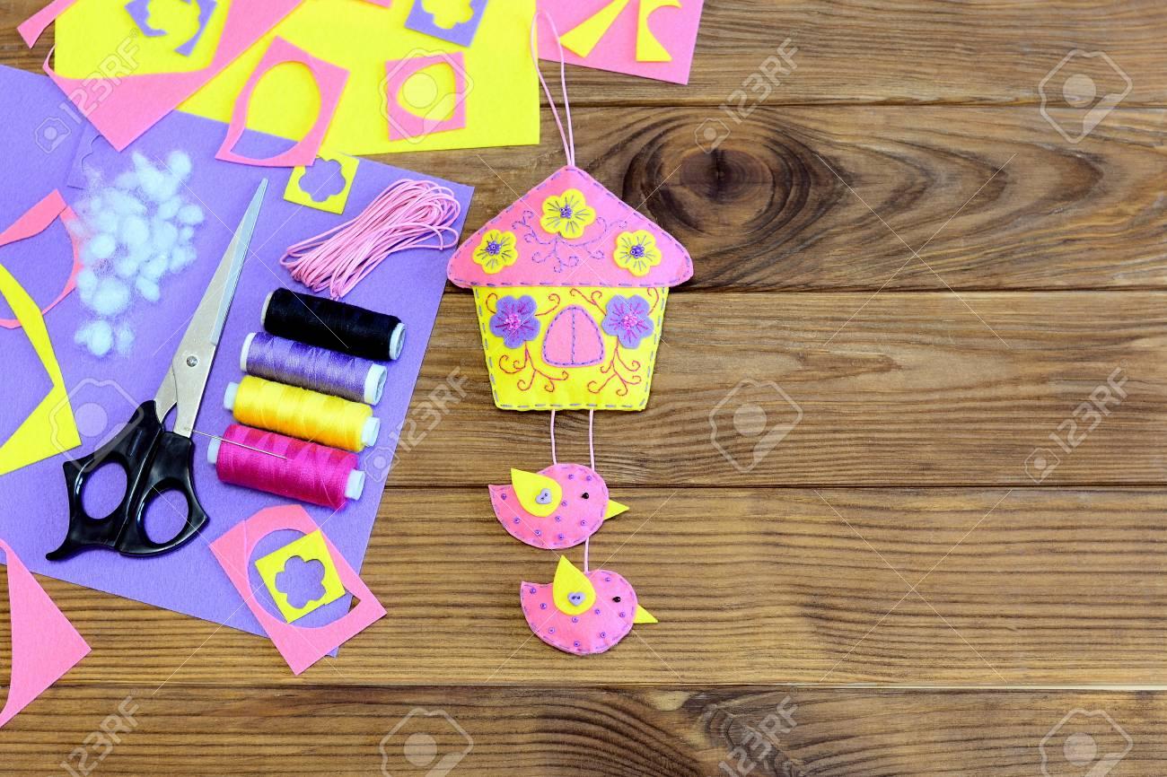 Decorazioni In Legno Per La Casa : Cuddly sentito casa con decorazioni da parete di uccelli priorità