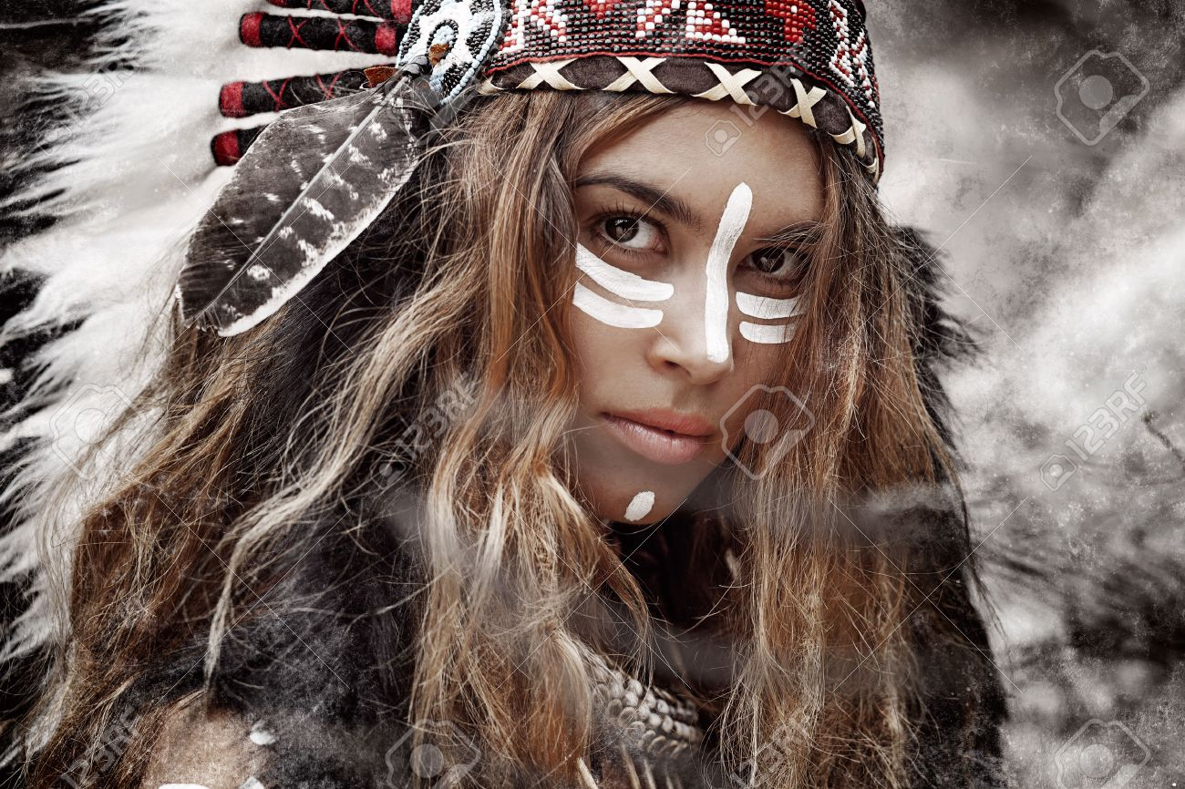 Indian woman hunter - 58900280
