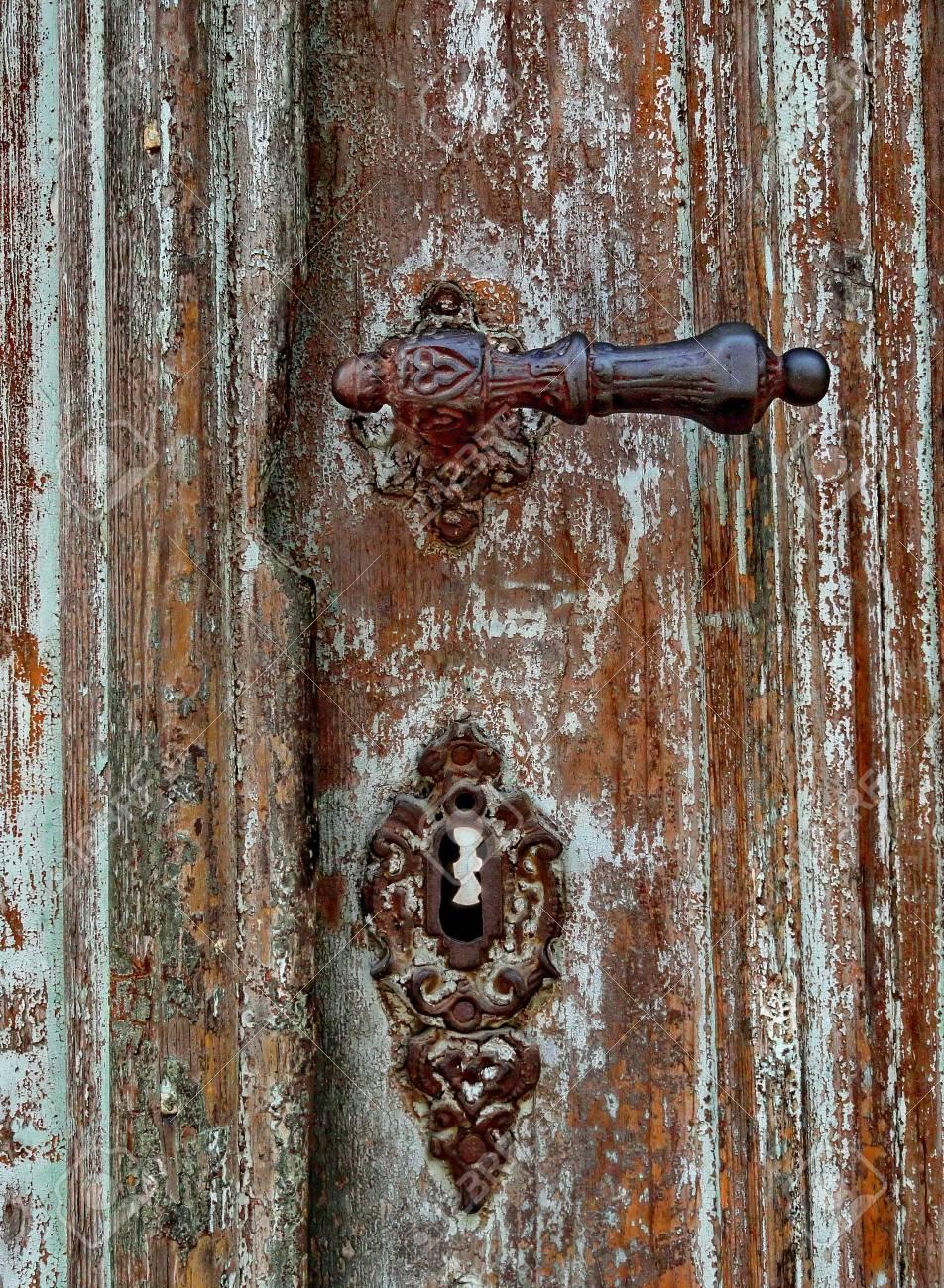 Poignee De Porte Ancienne Sur Une Ancienne Porte En Bois Et En Bois