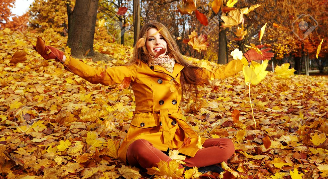 Portrait Of An Autumn Woman Lying Over Leaves And Smiling Stock Photo,  Picture And Royalty Free Image. Image 11148484.