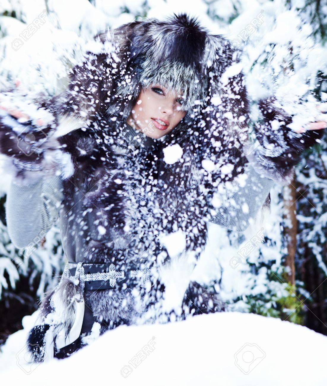 The beautiful woman in winter wood Stock Photo - 11800182
