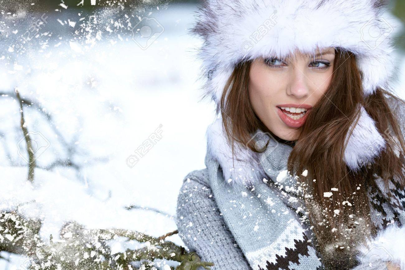 Beauty woman in the winter scenery Stock Photo - 15427839