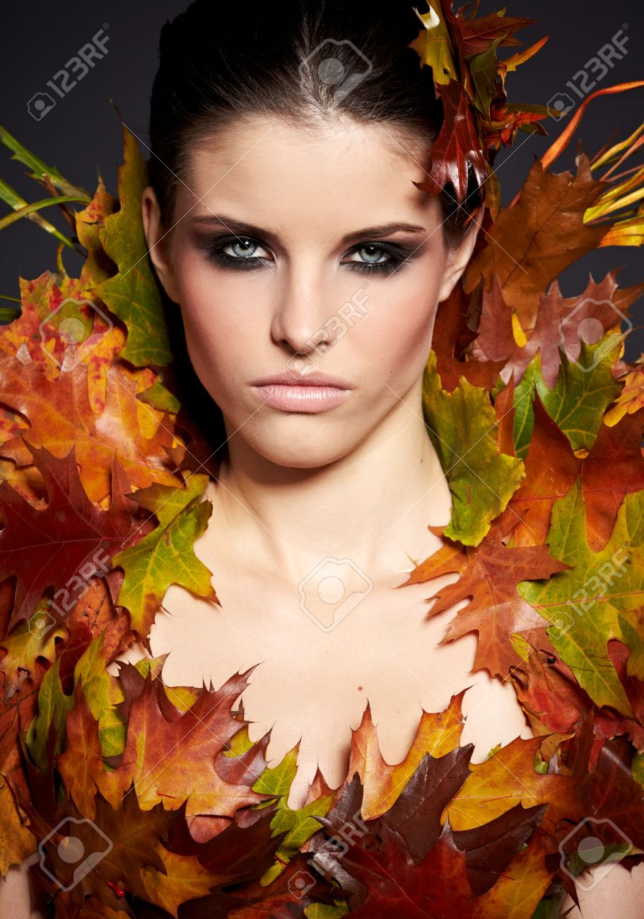 Autumn Woman  Fall  Beautiful Stylish Girl With Professional Makeup Stock Photo - 16732294