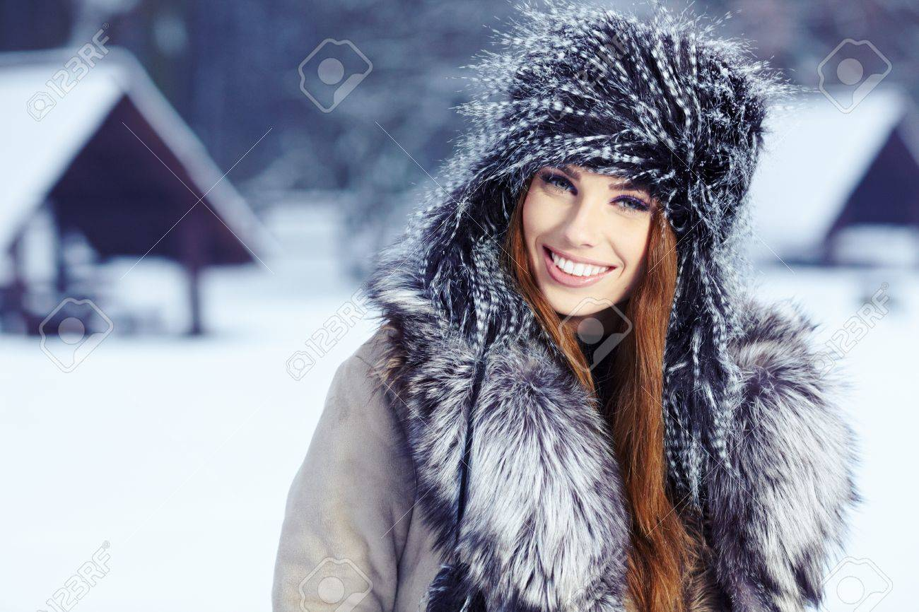 Young woman winter portrait  Shallow dof Stock Photo - 17130086