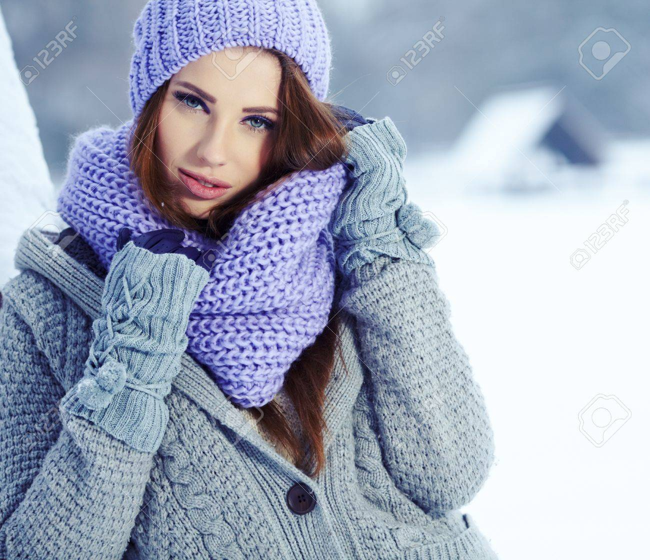 Young woman in winter Stock Photo - 17130159