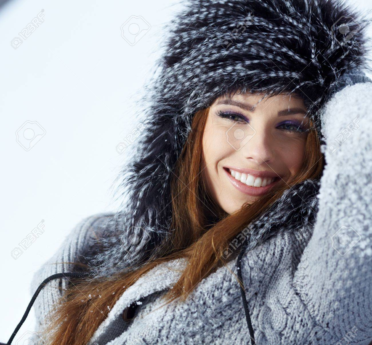 beautiful girl in winter park Stock Photo - 17255319