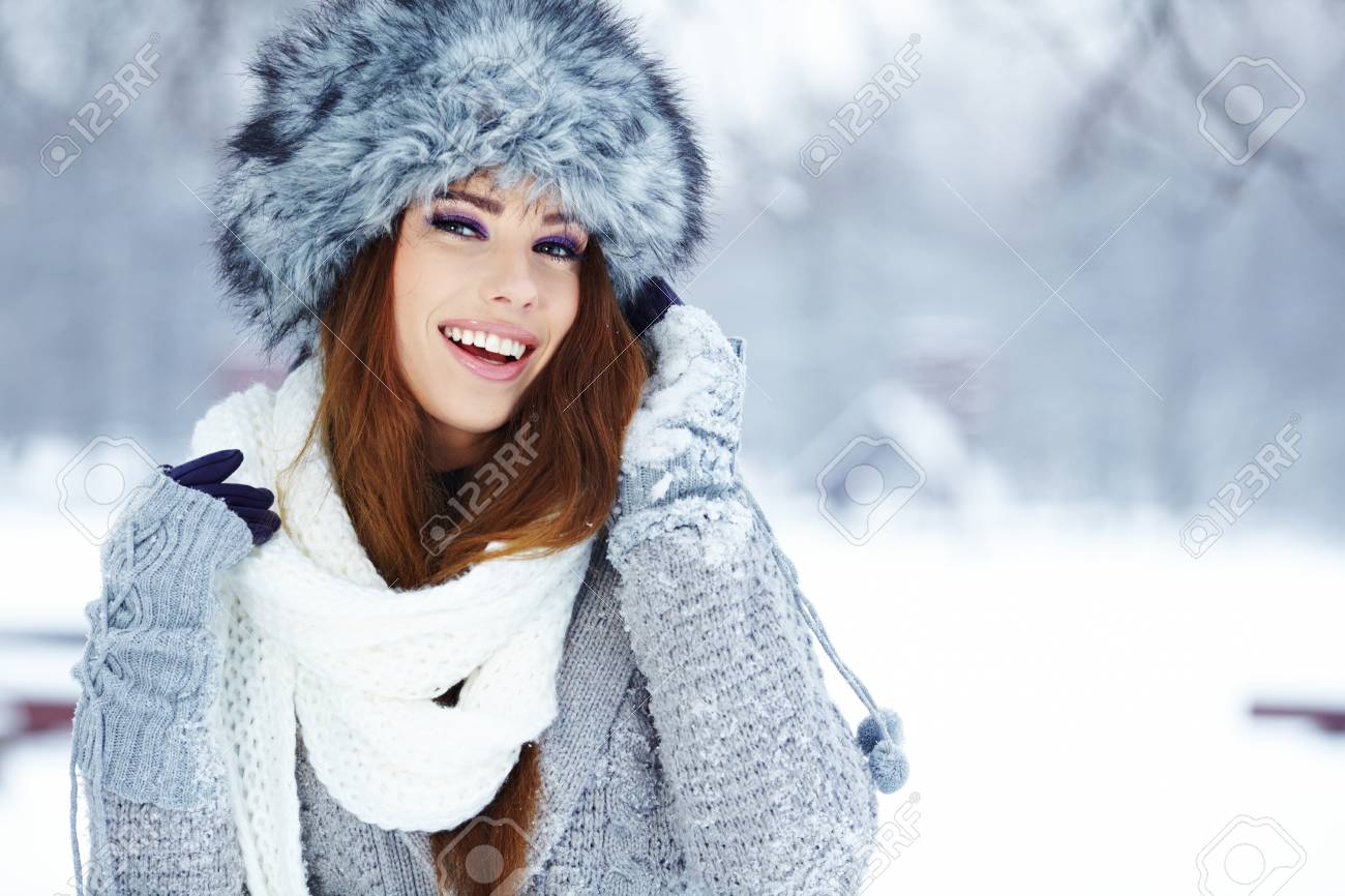 woman in winter park Stock Photo - 17255325