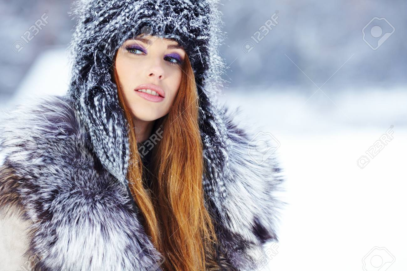 beautiful girl in winter park Stock Photo - 17255326