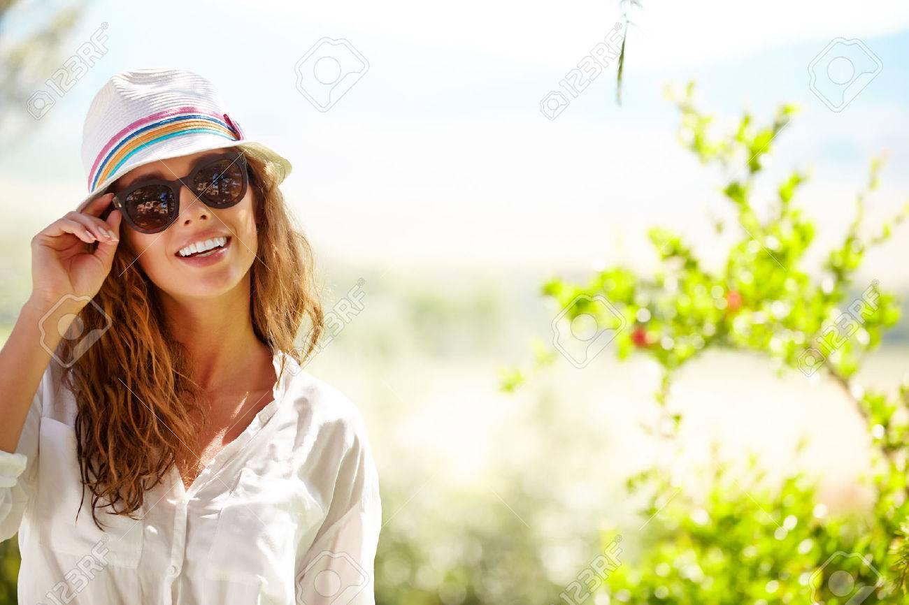 044. wichtig Hut und Sonnenbrille