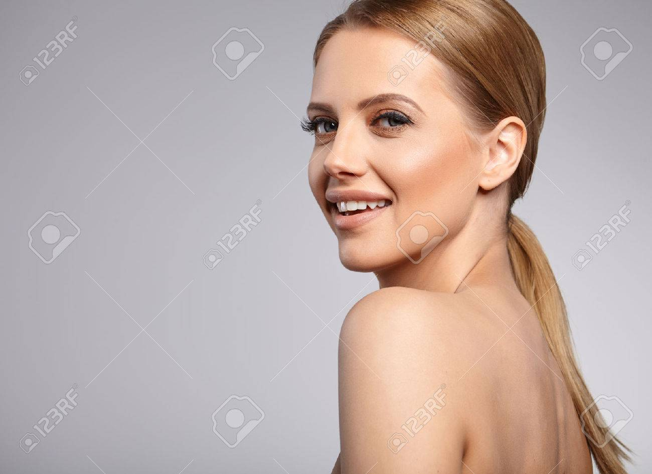 Beautiful Woman with Perfect Fresh Skin. - 45964281