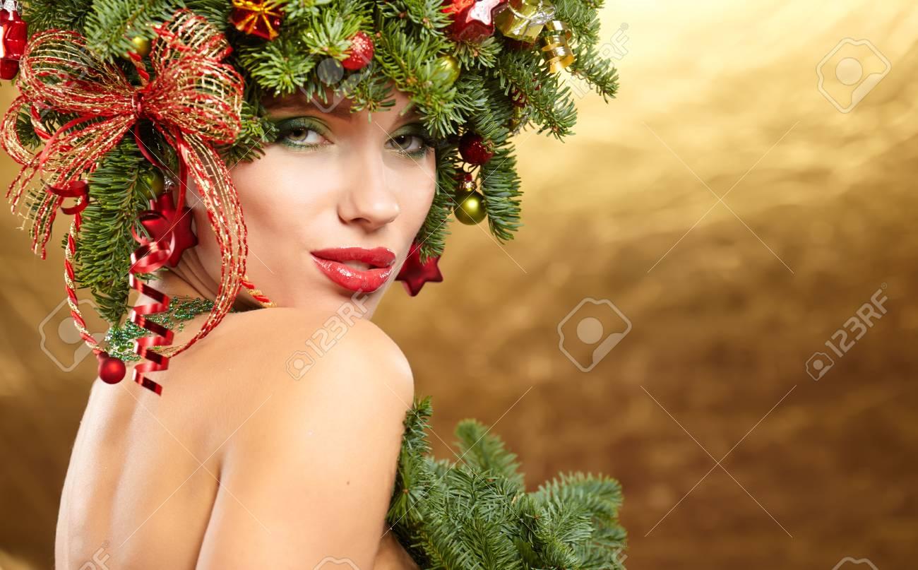 Weihnachten Winter Mode Modell Madchen Mit Weihnachtsbaum Frisur Mit