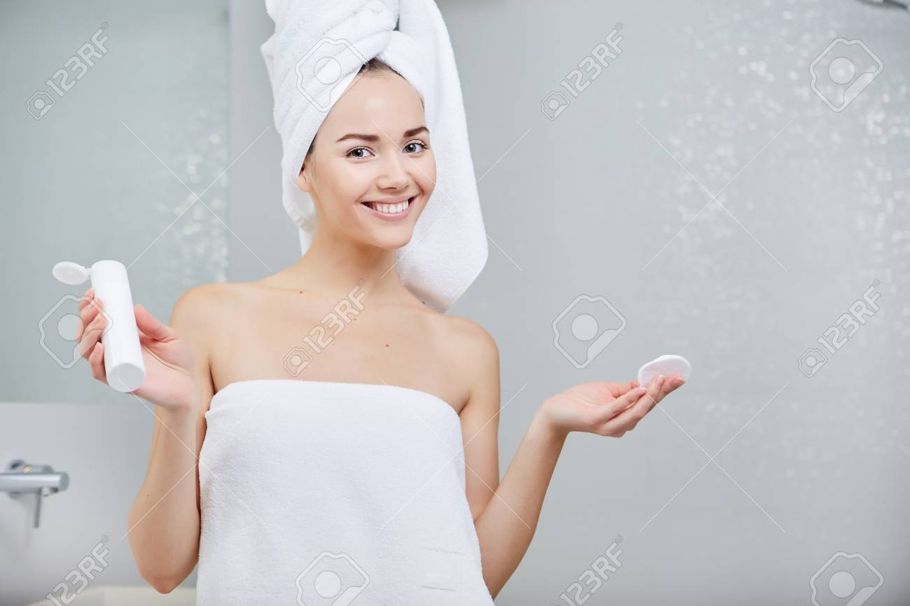 Beautiful Woman applying facial moisturizing cream.Skincare concept - 51693071