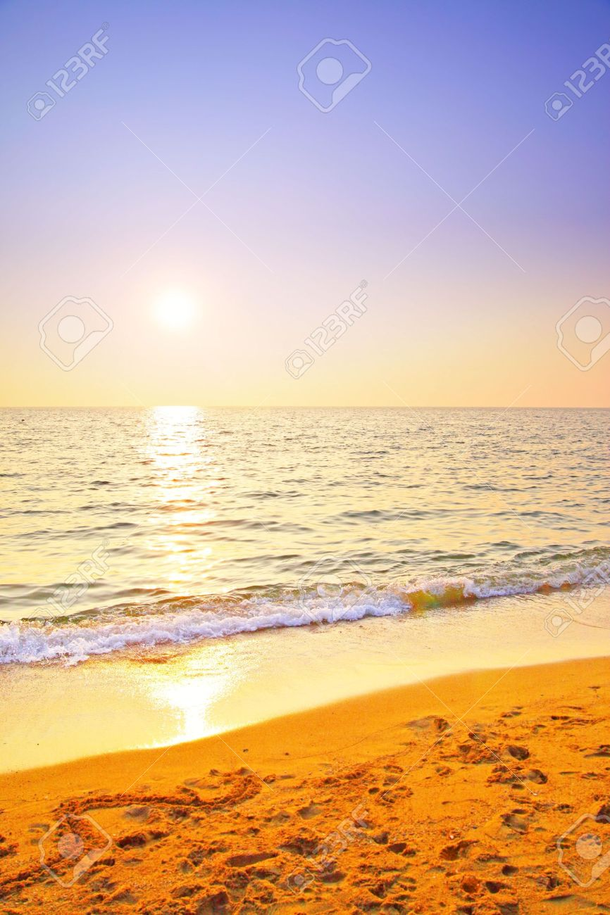 Sunset at sea, may be used as background Stock Photo - 6818536