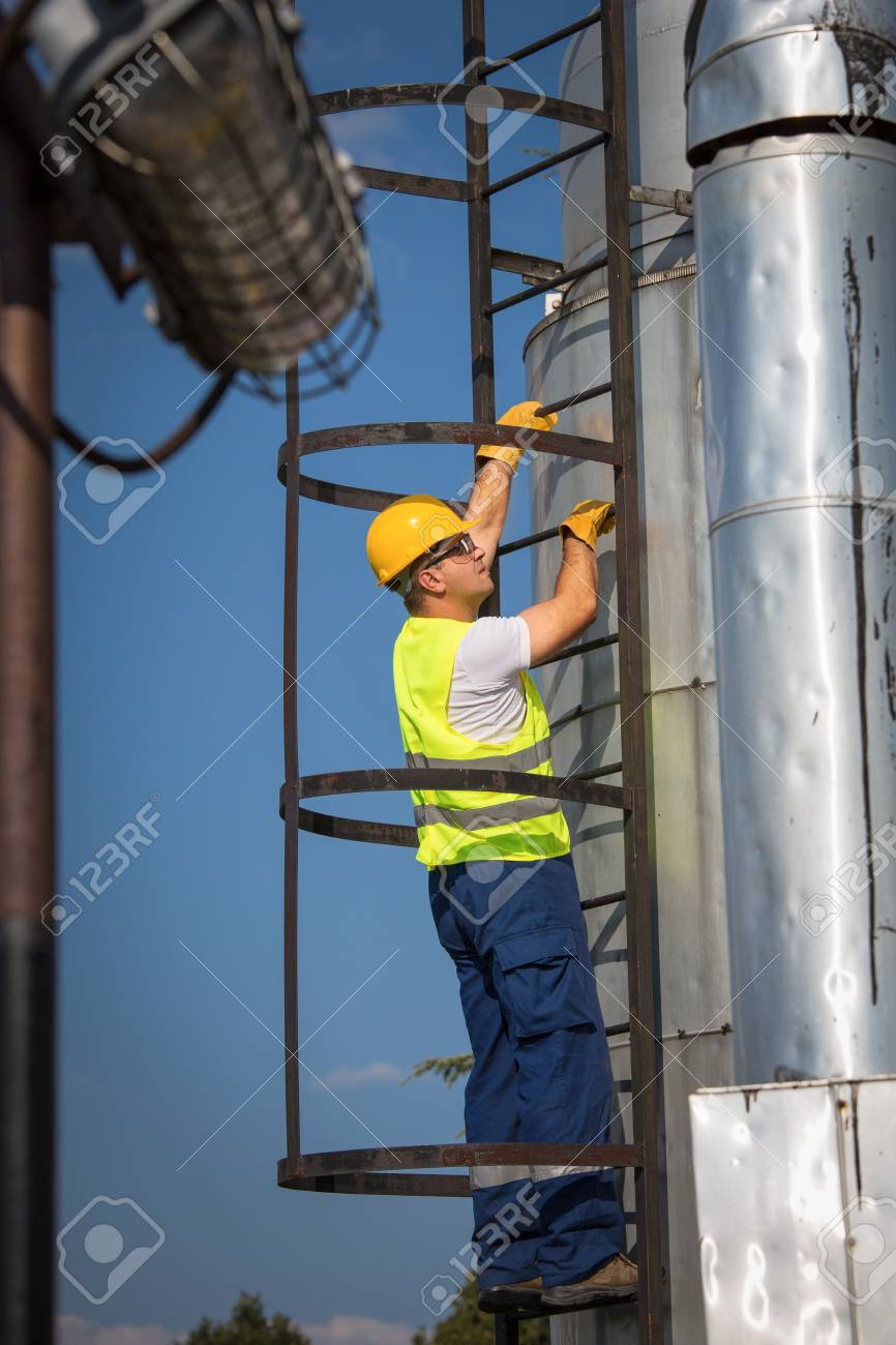 Oil and Gas Production Operator Stock Photo - 21001839