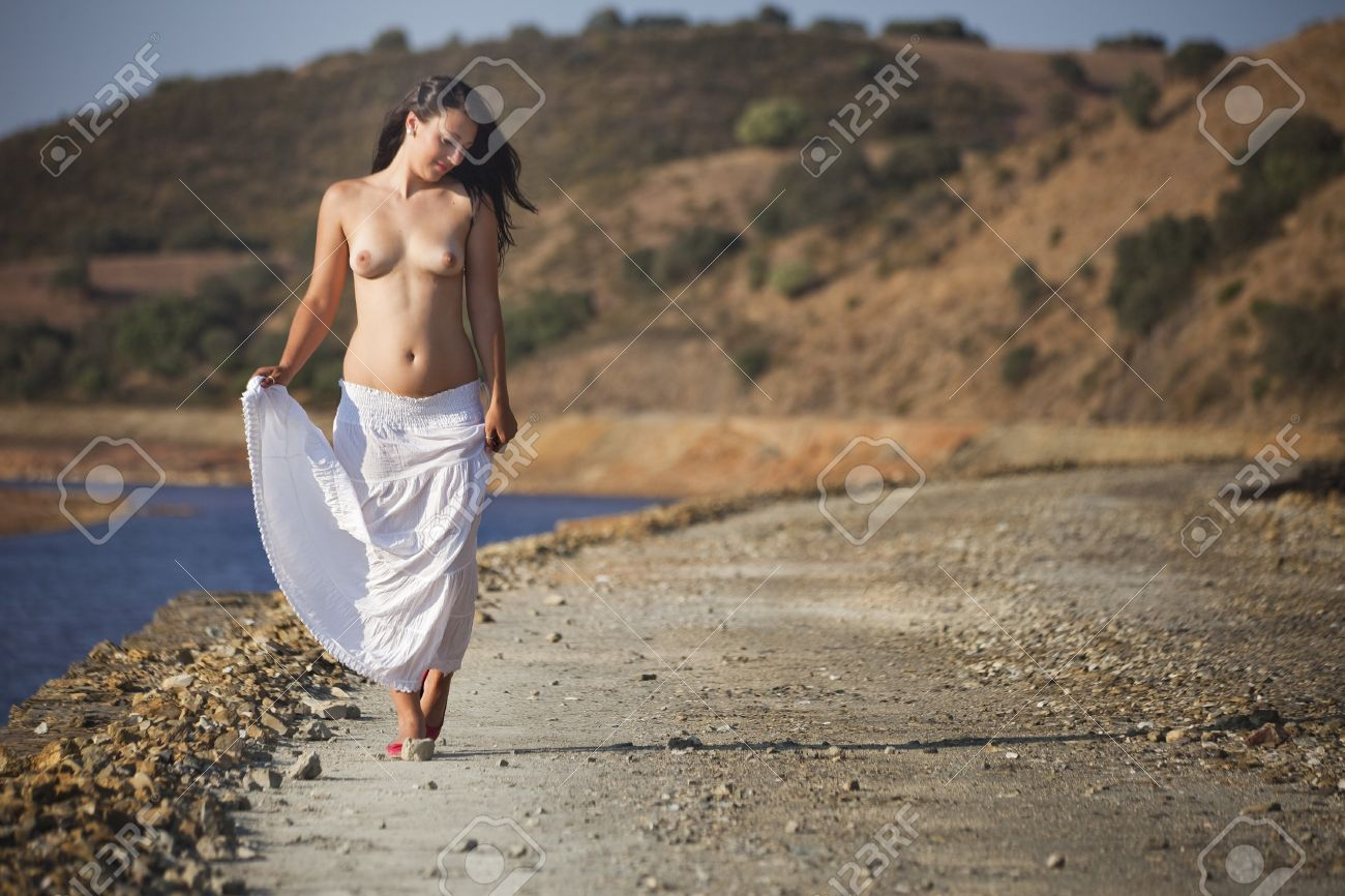 Nude Romanian woman in nature in Rio Tinto, Spain Stock Photo - 10313372