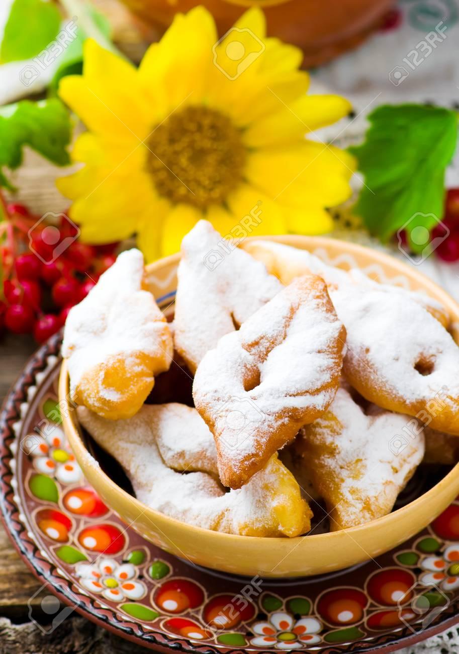 Pâtisseries verguni.traditional pâtisserie ukrainienne. style rustique.  mise au point sélective.