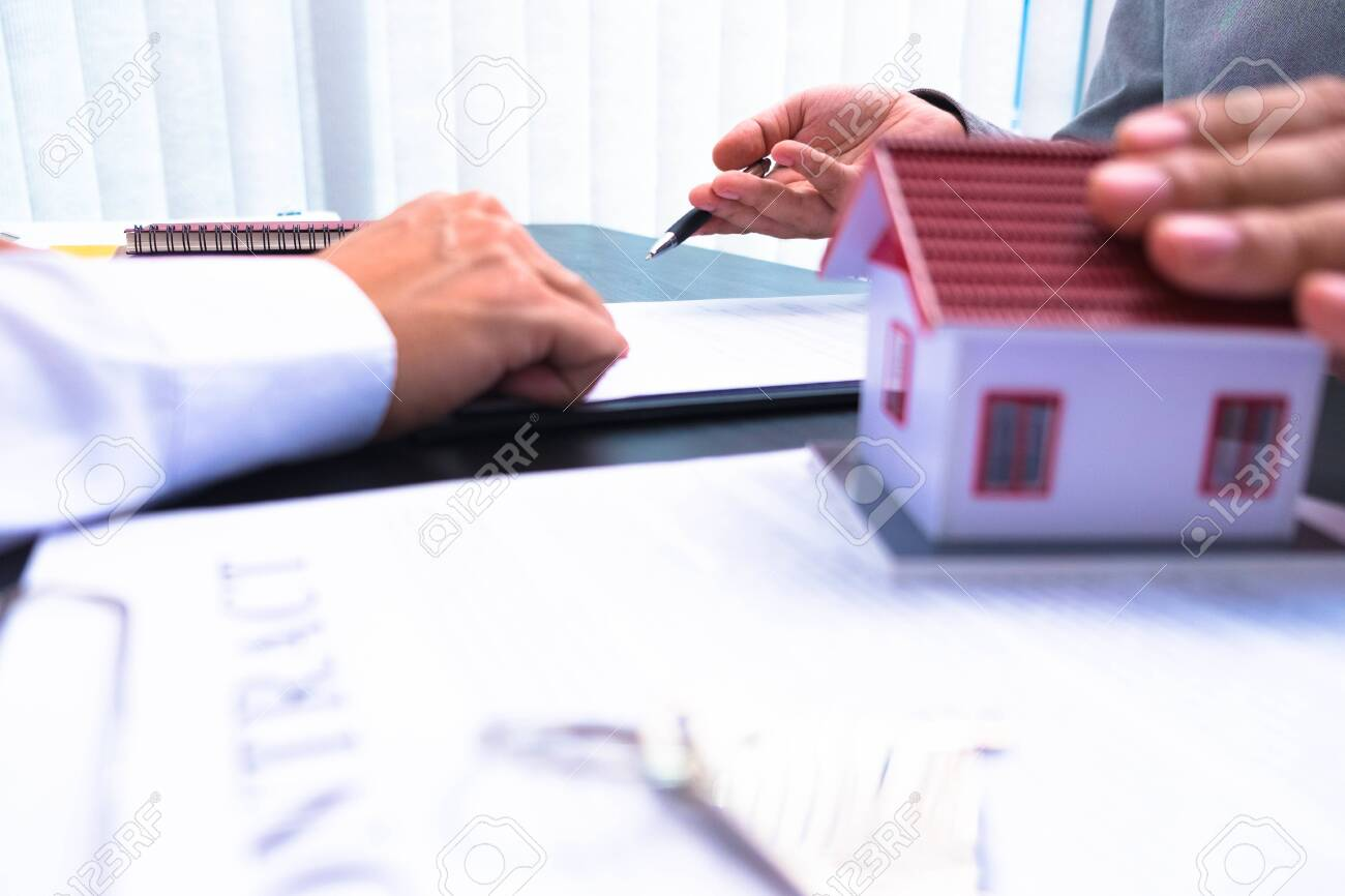 Propose a contract to sign house and real estate purchase contracts, calculate house purchase rates, hand over house keys and recommend houses. - 150960320