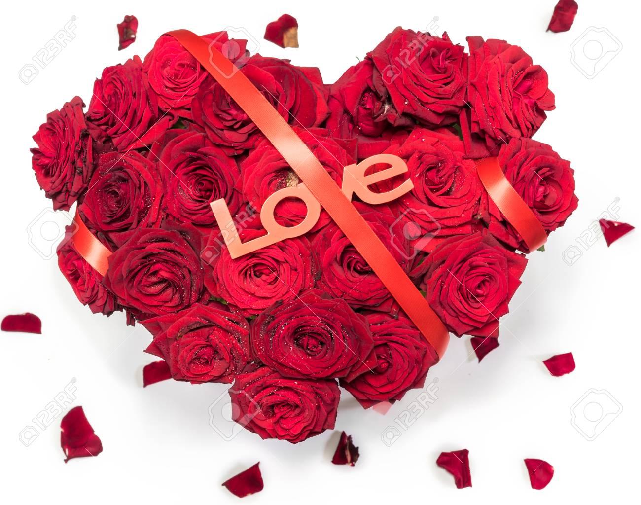 Bouquet De Roses Rouges Fait Coeur Ruban Rouge Texte Petales D Amour