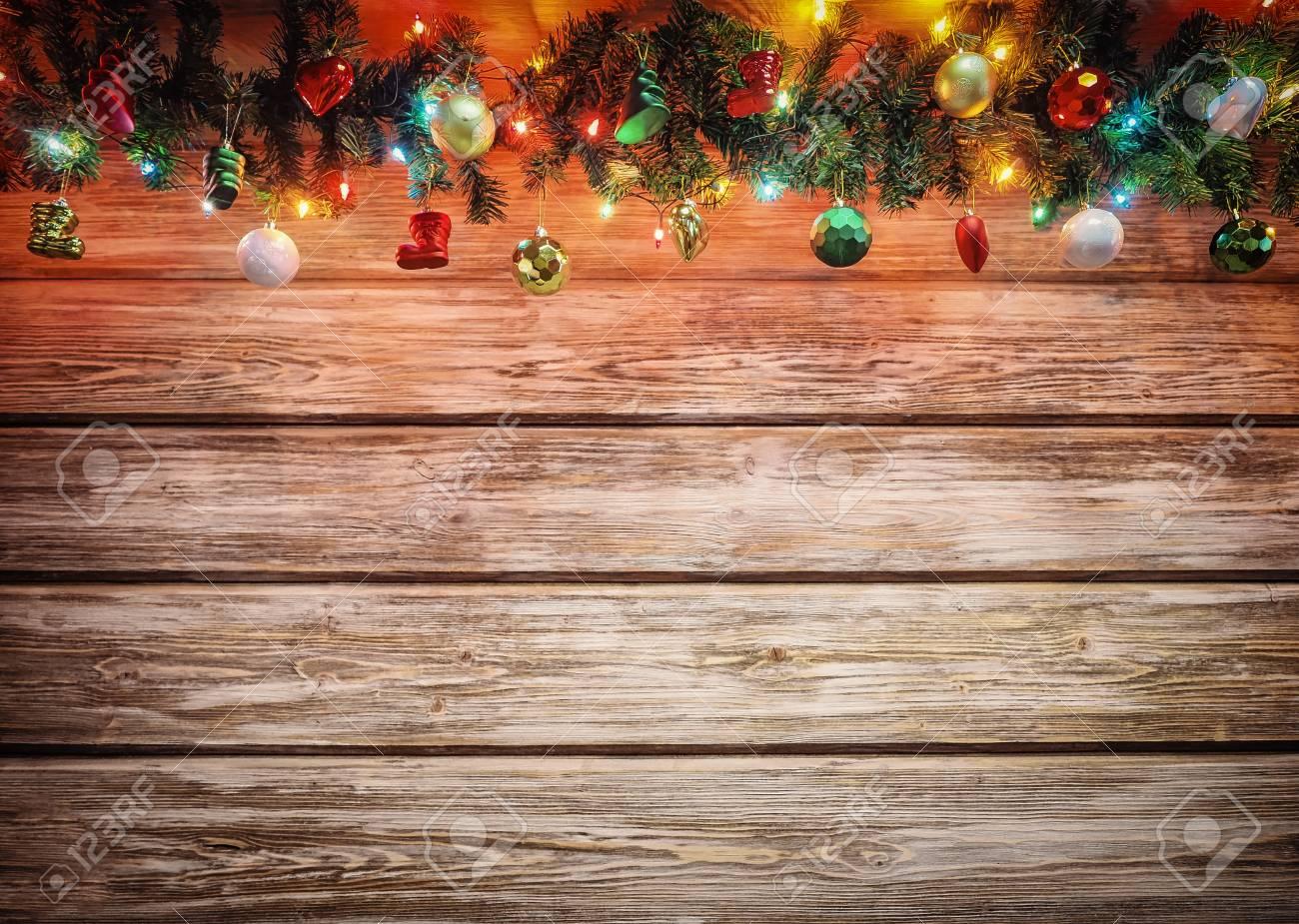 Decorazioni In Legno Per Albero Di Natale : Ghirlanda dell albero di abete di natale con decorazione sul bordo