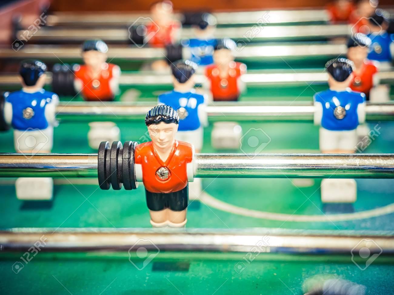 f0724018df120a Banque d images - Kicker de jeu de football de table de football. Image  recadrée de baby-foot. football de table