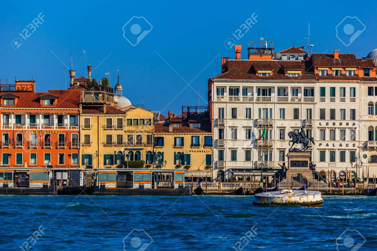 8a98c1b9a Foto de archivo - Venecia costa de la playa
