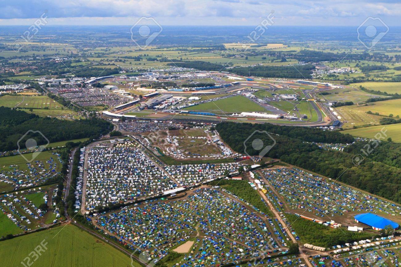 Circuito De Silverstone : Silverstone reino unido 07 de julio: vista aérea de los campings