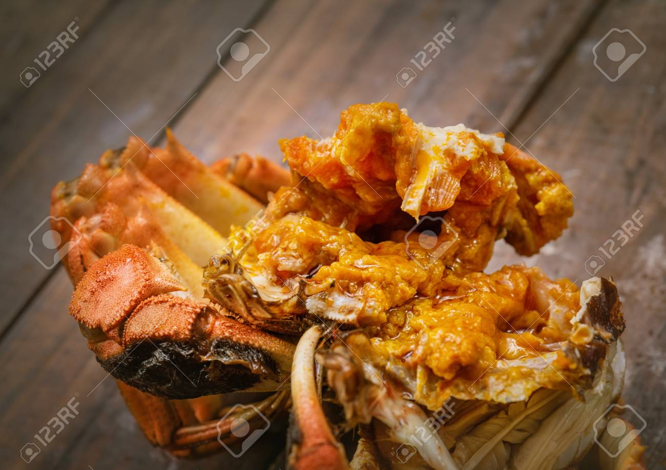 The hairy crab stripped its shell and poster its rich crab cream. - 111011468